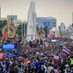 Ribuan orang bergabung dalam protes anti-pemerintah di Bangkok. Foto: Diego Azubel/ EPA, Sumber: The Guardian